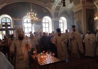 Архиерейское богослужение Троицкой родительской субботы.
